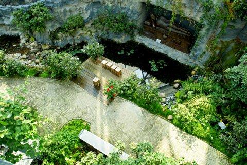 Vogelperspektive auf ein Gewächshaus der botanika