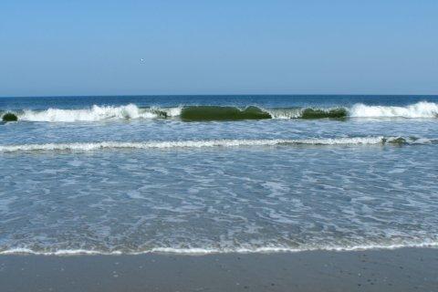 Das Meer schlägt Wellen