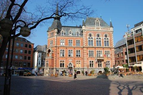 Altes Oldenburger Rathaus mit Marktplatz