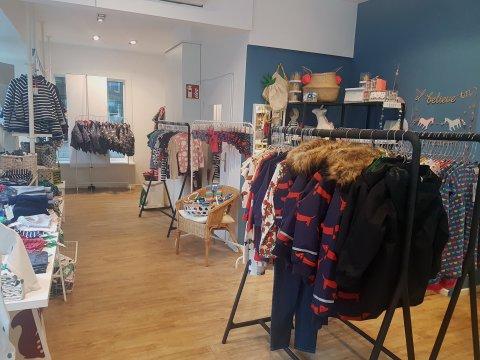 """Bei """"Stadt Land Kids"""" werden nicht nur modebewusste Mütter fündig, auch die Kids haben in dem schön dekorierten Laden ihren Spaß!"""