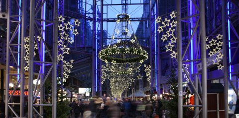 Die mit Sternen beleuchtete Lloydpassage im Dezember.