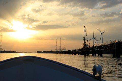 Blick auf die Weser und den Hafen (Quelle: K. Bünn/bremen.online GmbH)