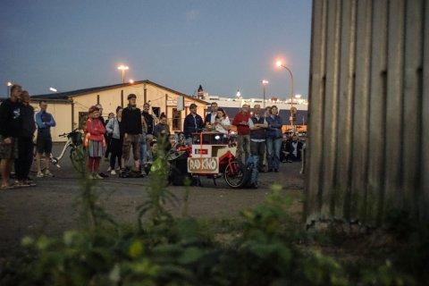 Eine Menschengruppe bei der Film Night Ride