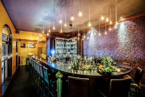 Die Cocktailbar Blauer Fasan von Innen