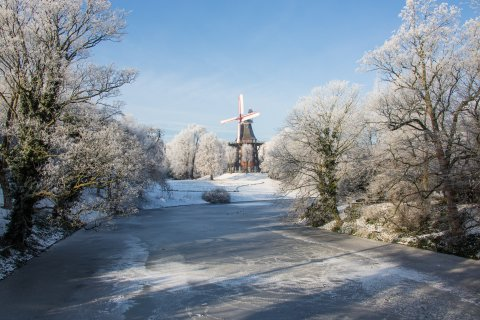 Wallanlagen im Winter mit Blick auf die Mühle