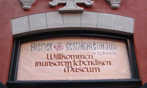 Das Schild über der Eingangstür vom Bremer Geschichtenhaus