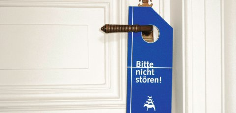 """Ein """"Bitte nicht stören""""-Schild an einer Zimmertür"""