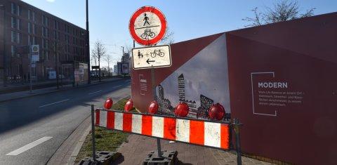Eine Umleitung für Fußgänger und Radfahrer