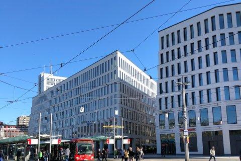 Ein Blick auf die beiden Blöcke des City Gates und dessen viele Fenster.