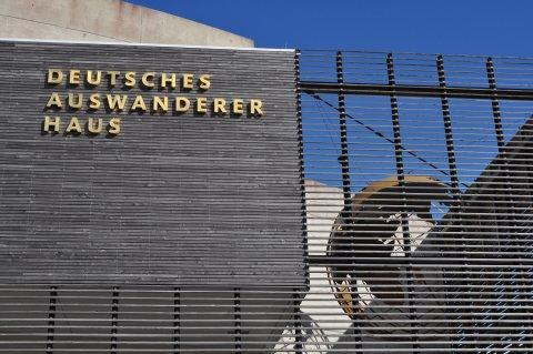 Eine Außenaufnahme des Deutschen Auswandererhaus