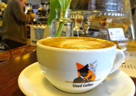 Cappuccino bei Lloyd Caffee