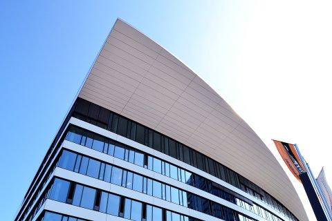 """Das Flugdach des """"Eins""""-Gebäudes im Weserquartier"""