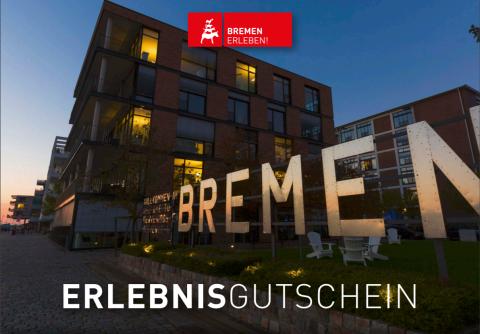 Blick auf die Bremer Weserpromenade Schlachte bei Nacht mit funkelnden Lichtern.