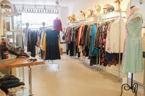 Kleiderstangen im FAEX Store.