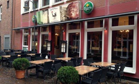 Italienisches Restaurant Gallo Nero in der Innenstadt Außenansicht