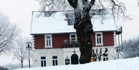 Gartelmann's Gasthof im Winter.