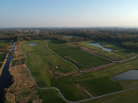 Die Golfanlage in Bremerhaven aus der Vogelperspektive