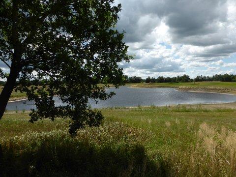 Ein Wasserloch auf dem Gelände des Golfclubs Lilienthal