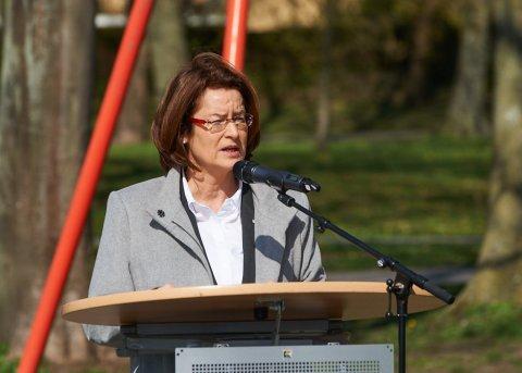 Eine Frau hält eine Rede