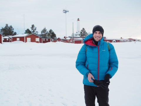 mann in winterlandschaft mosaic arktisexpedition