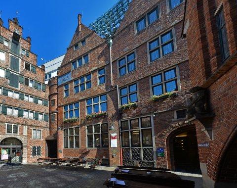 Die Tourist-Information Böttcherstraße befindet sich im Haus des Glockenspiels.