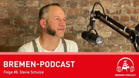 Blick ins Podcast-Studio auf Gesprächsgast Stevie Schulze
