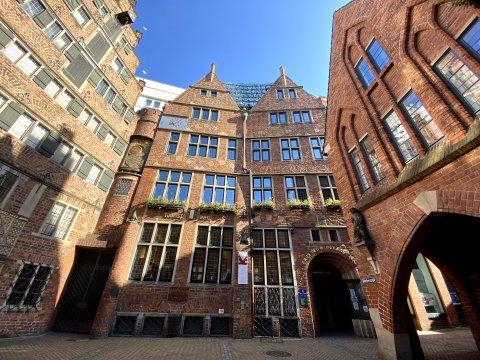 Das Haus des Glockenspiels und die benachbarten Gebäude in der Böttcherstraße