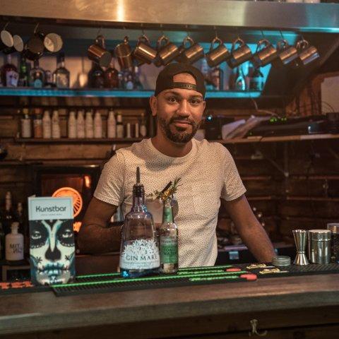 Der Barchef der Kunstbar