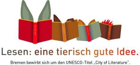 Jedes der vier Tiere der Bremer Stadtmusikanten liest ein Buch. Sie sind jeweils so vertieft in ihre Bücher, dass man nur die Ohren des Esels, des Hunds, der Katze und den Kamm des Hahns sieht.