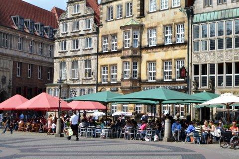 Der Bremer Marktplatz bei Sonnenschein