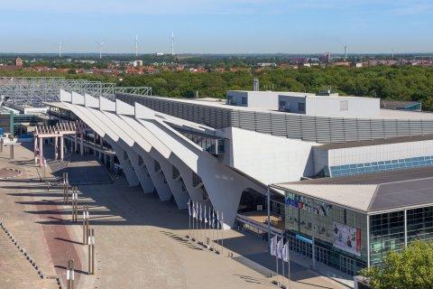 Eine Luftaufnahme von einem Teil der Messegebäude und der ÖVB-Arena.