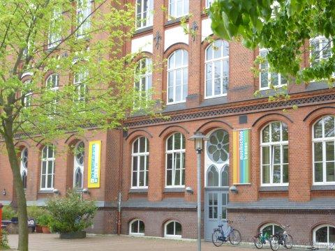 Außenansicht des roten Backsteingebäudes der Musikschule Bremen