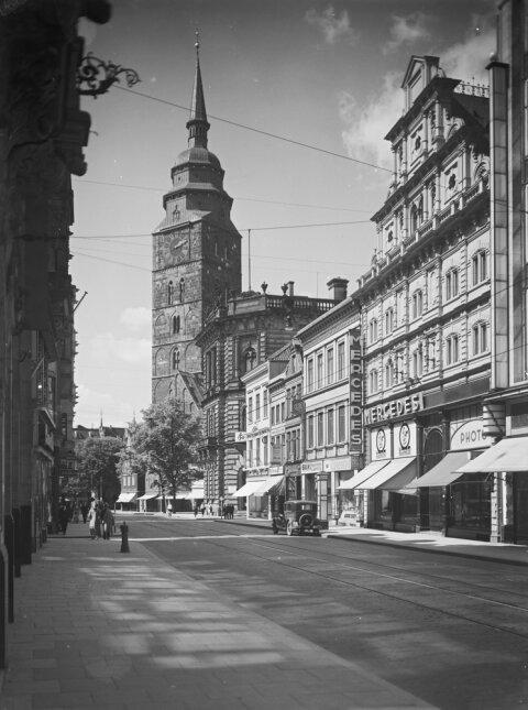Eine schwarzweiß Aufnahme aus der Obernstraße.