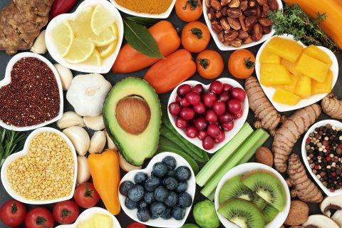 Zu sehen sind verschiedene Obst- und Gemüsesorten.
