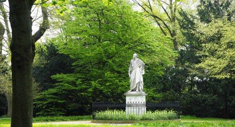 Denkmal von Heinrich Olbers