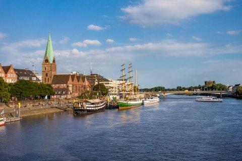 Die Schlachte in Bremen an einem sonnigen Tag