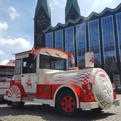 Der Stadtmusikanten-Express vor der Bremischen Bürgerschaft