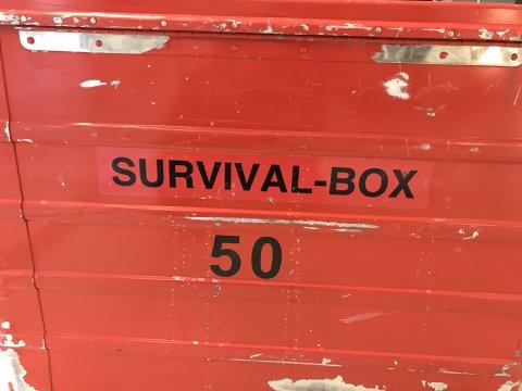 rote Survival-Box