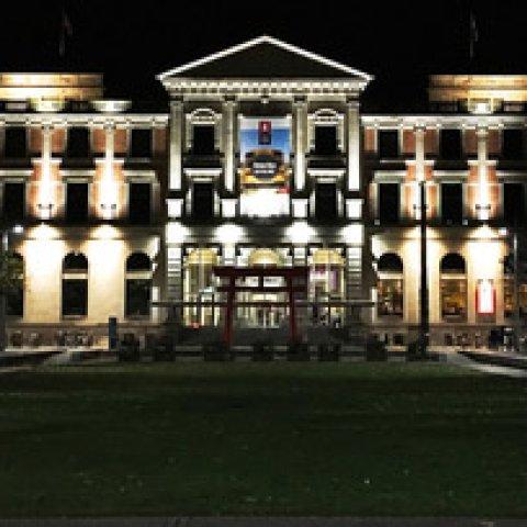Nachtaufnahme des Übersee-Museums