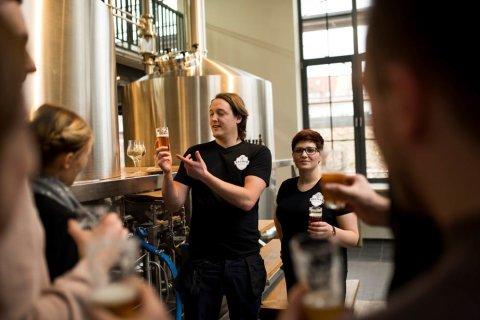 Einblick in eine Brauereiführung vor dem Braukessel