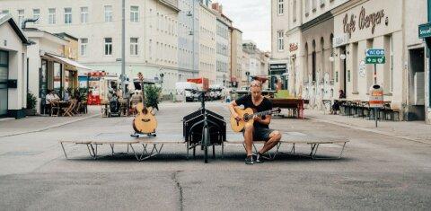 Velo Concerts Lastenradbühne mit Gitarrist