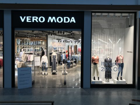 Eine Außenaufnahme des Bekleidungsgeschäfts Vero Moda in der Einkaufspassage Waterfront.