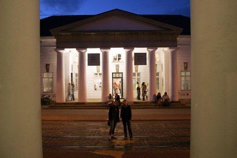 Außenansicht des Wilhelm Wagenfeld Hauses bei Nacht