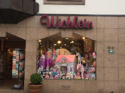Fensterfront vom Spielwarengeschäft Wichlein