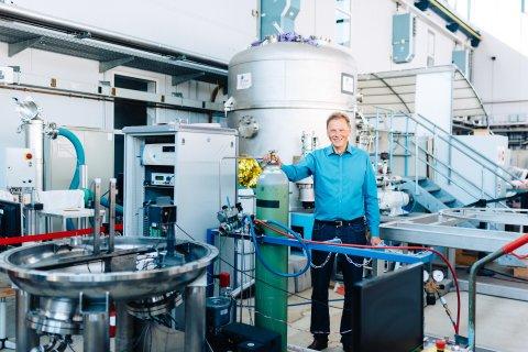 Ein Mann in einem Labor