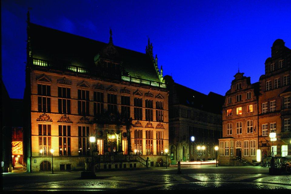 Der Bremer Schütting bei Nacht; Quelle: protze + theiling GbR