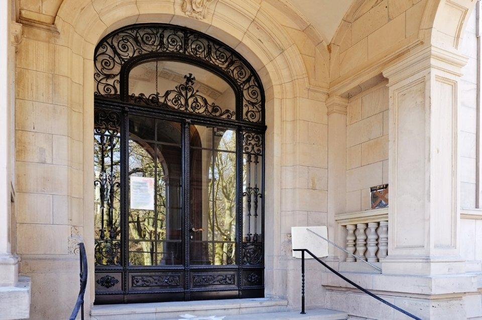 Das Portal des Standesamtes an der Hollerallee