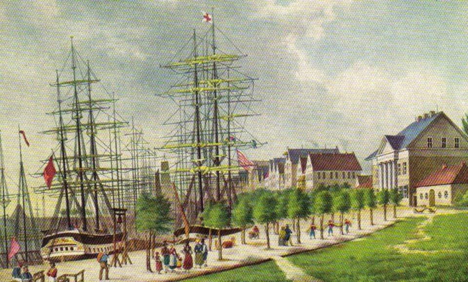 Kunstwerk auf Leinwand zeigt Geschehen am Hafen mit Schiffen und Menschen