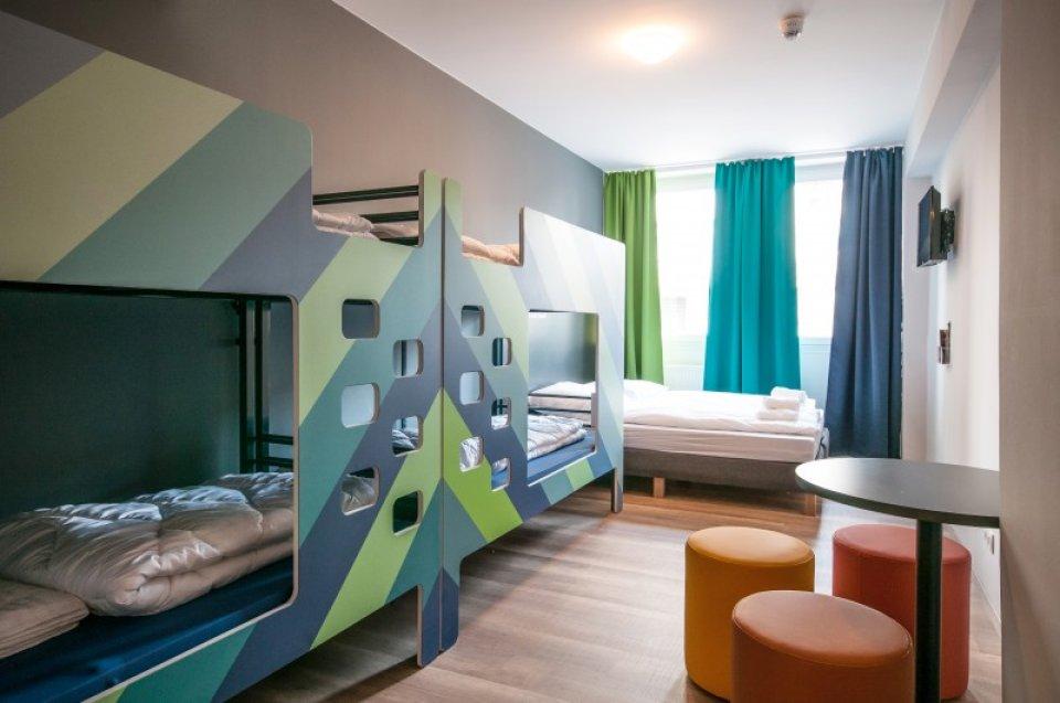 Blick in ein Mehrbettzimmer im neueröffneten A&O Hostel in Bremen