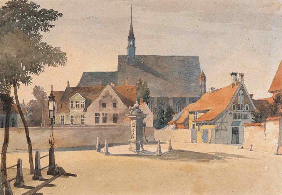 Ein Aquarell einer Mauer, die einen großen Platz umringt. Im Hintergrund stehen Häuser und eine Kirche.